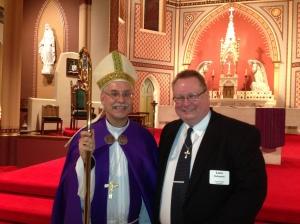 Biskop Taylor var väldigt generös och tog sig tid med att låta de som ville ta en bild efter ceremonin